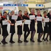 Hostesky v uniformách letušek